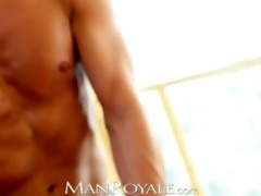 manroyale muscle daddy receives serviced by twinks