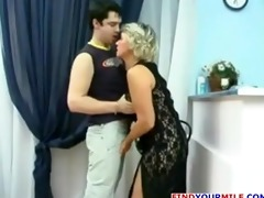 aged russian cougar get her fur pie licked
