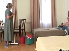 mature housemaid receives her pussy filled with