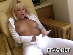 sexual babe shows body