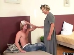 he is explores her old pussy then fucks
