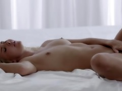 brunette hair orgasms with her fingers beautiful