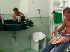 chap bangs busty mother in law in the bath