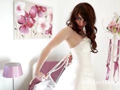 shaggy woman melanie kate takes off wedding dress